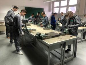 pomocnik-tehnoloski-procesi-ssj-001